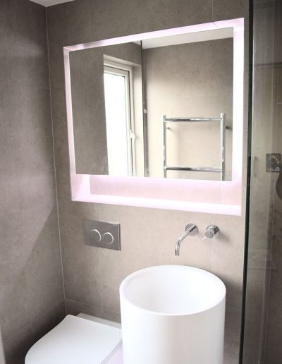 Floating mirror design