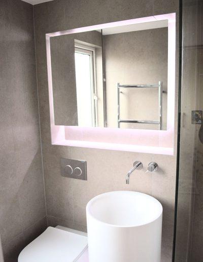 Floating mirror design