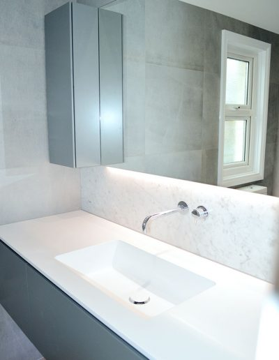 Floating sink unit with under mirror lighting